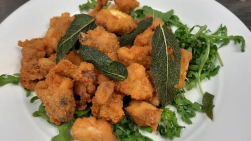 coniglio e pollo con salvia fritta